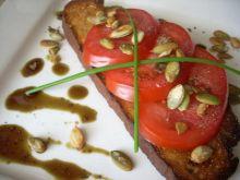 Bruschetta z pomidorem i olejem z dyni