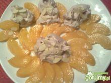Brzoskwiniowy deser ze śmietaną