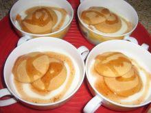 budyń z biszkoptami i sosem truskawkowym