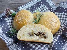 Bułeczki drożdżowe z grzybami i mozzarellą
