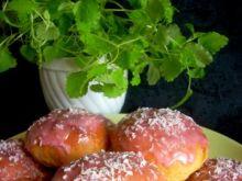 Bułeczki drożdżowe z wiśniami