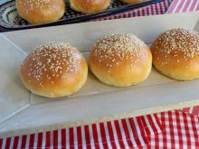 Bułki hamburgerowe z sezamem