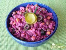 Buraczki czerwone z kukurydzą i oliwkami