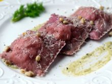 Buraczkowe ravioli z łososiem i kozim serkiem
