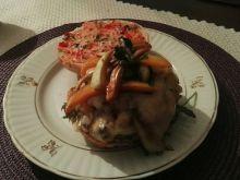 Burger na ostro, z warzywami w sosie chili