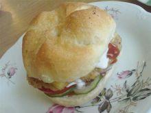 Burger z sosem czosnkowym