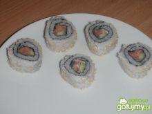 California roll sushi - łosoś i ogórek