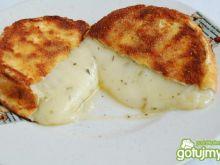 Camembert w panierce.