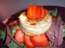 Camembert w płatkach migdałowych z wędzoną szynką