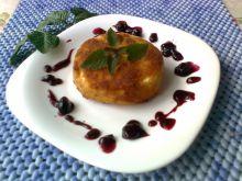 Camembert z sosem porzeczkowo- żurawinowym