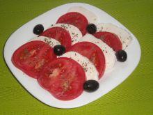 Caprese z pomidorami malinowymi