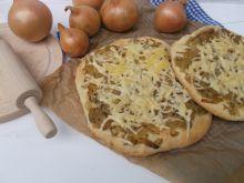 Cebularze z serem żółtym