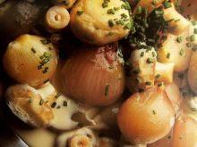 Cebulki w sosie grzybowo-śmietanowym