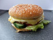 Cheeseburger wołowy z surówką Colesław