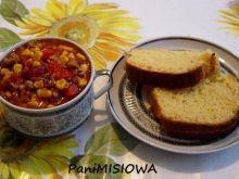 Chili Con Carne z chlebem kukurydzianym