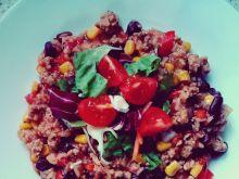 Chili z mięsem, warzywami i ryżem