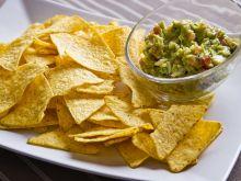 Chipsy z tortilli kukurydzianej, guacamole i salsa