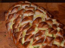 Chleb czosnkowy nadziewany serem