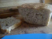 Chleb drożdżowy z ziarnami