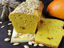 Chleb dyniowy z słonecznikiem i owocami goji