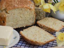 Chleb jogurtowy z płatkami owsianymi i kaszą manną