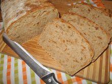 Chleb na zakwasie ze smażoną cebulką