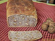 Chleb na zakwasie żytnim z orzechami