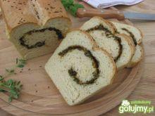 Chleb nadziewany świeżymi ziołami