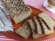 Chleb orkiszowy na zakwasie z ziarnami