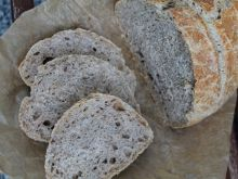 Chleb pszenno orkiszowy z chia na podmłodzie