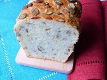 Chleb pszenno-orkiszowy z ziarnami