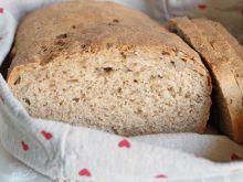 Chleb pszenno-owsiany ze słonecznikiem i melasą