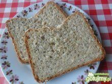Chleb pszenno-razowy z ziarnami