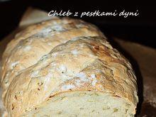 Chleb pszenny na drożdżach z pestkami dyni
