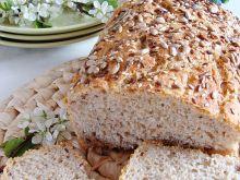 Chleb pszenny na zakwasie z ziarnami