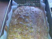 Chleb pszenny z musli i rodzynkami