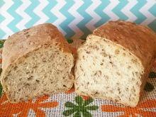 Chleb pszenny z różnymi nasionami