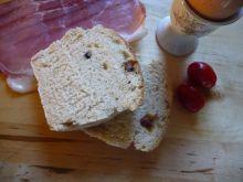 Chleb pszenny z szynką, oliwkami, pomidorami...