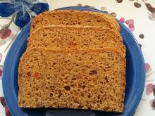 Chleb pszenny z tuńczykiem i marchewką