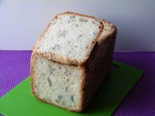 Chleb pszenny z ziarnami i czarnym sezamem