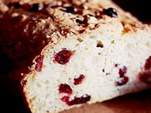 Chleb pszenny z żurawiną i otrębami pszennymi