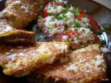 Chleb smażony z serem i pomidorami