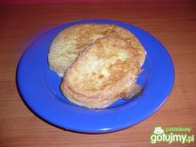 Chleb w jajku z patelni.
