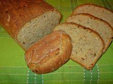 Chleb z cebulą i czosnkiem niedźwiedzim