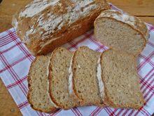 Chleb z cukinią i suszoną cebulą w płatkach
