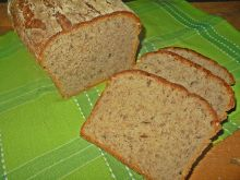 Chleb z czosnkiem niedźwiedzim i słonecznikiem