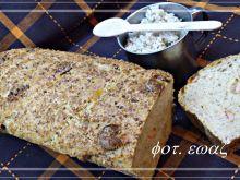 Chleb z kaszą jęczmienną i parówką