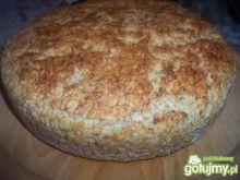 Chleb z kaszą kuskus i śmietaną