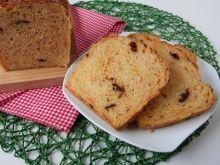 Chleb z marchewką i suszonymi pomidorami
