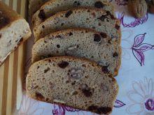 Chleb z orzechami, żurawiną i rodzynkami